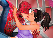 play Spiderman Kissing 2