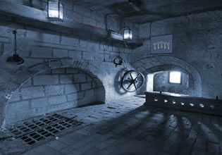 play Eight Apocalypse Fortress Escape