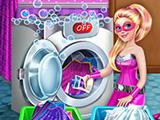 play Super Barbie Washing Capes