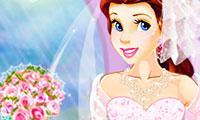 play Princess Belle: Ball Dress Up