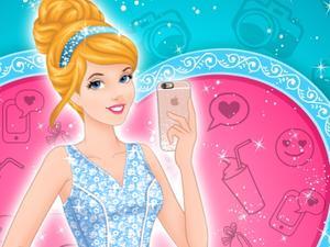 Cinderella Selfie Lover Dress Up game